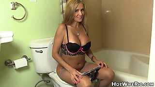 Blonde MILF in POV video in mommy talk with pee