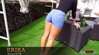Young big-bottomed latina in cameltoe shorts