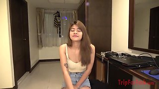 Horny Thai girl get's banged by a tourist