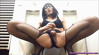 Slutty cd mariko jerk off