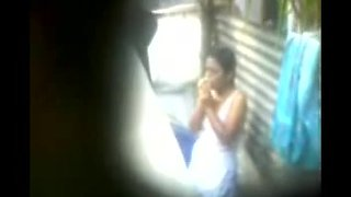 Desi girl topless bathing hot hidden video