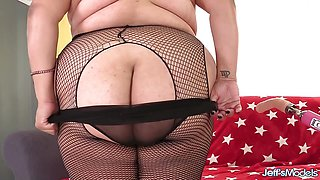 Big Fat Veruca Darling Orgasms over Machine