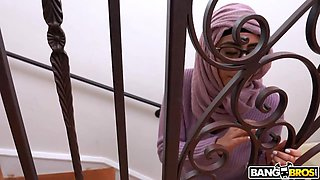 Shameless hijab housewives are totally into wild threesome at home
