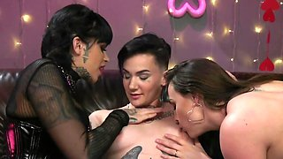 MILF came into hands of perverted lesbians who exploited her
