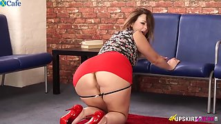 Anna Joy Nasty Redhead Babe Exposes Her Shaved Cun