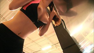 Fit chick flashes her tits while working out at the gym. HD