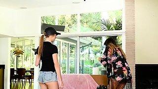 Glam les cougar facesitting firsttimer teen