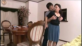 Mai Lto an Asian mom who loves young cock penetration