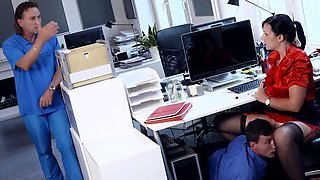 BUMS BUERO -  Hot German secretary banged during office