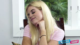 Sinful playful blonde girl Alessia Luna is ready to give a nice head