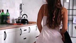 VERY SEXY latina girl twerking in kitchen