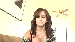 Fellow records on cam encounter with smoking-hot college girl