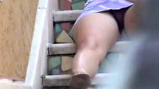 Drunk curvy housewife of my neighbor flashes her cameltoe on stairs