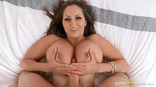 Ava Addams And Xander Corvus - Lustful Housewife With Gigantic Melons Bl