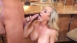 Mature knows her way in shaking such a stiff dong