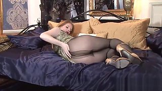Sexy blondie enjoys masturbation in Pantyhose
