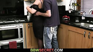 Married guy bangs BBW at the kitchen